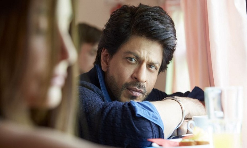 Shah Rukh injures back while on way to Kolkata for JHMS promotion