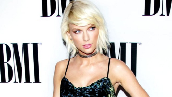 It was a definite grab, Taylor Swift describes at groping trial