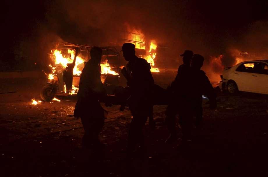 Suicide bomber kills 17 in southwestern Pakistan