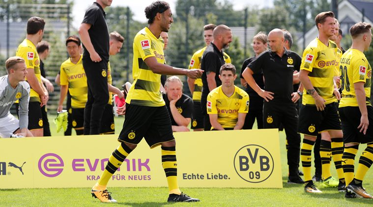 Dortmund, Bayern start with easy German Cup wins