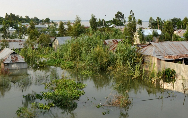 New areas flooded in Sirajganj as Jamuna water keeps on rise