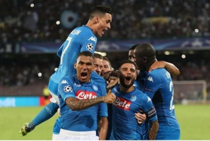 Napoli beats 9-man Nice 2-0, closes in on Champions League