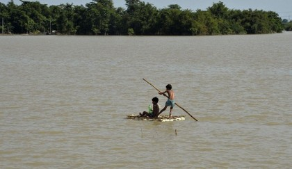 Over 700 killed in South Asia floods