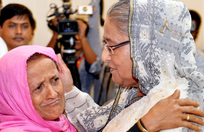 Prime Minister gives assistance to 6 arson attack victims' families
