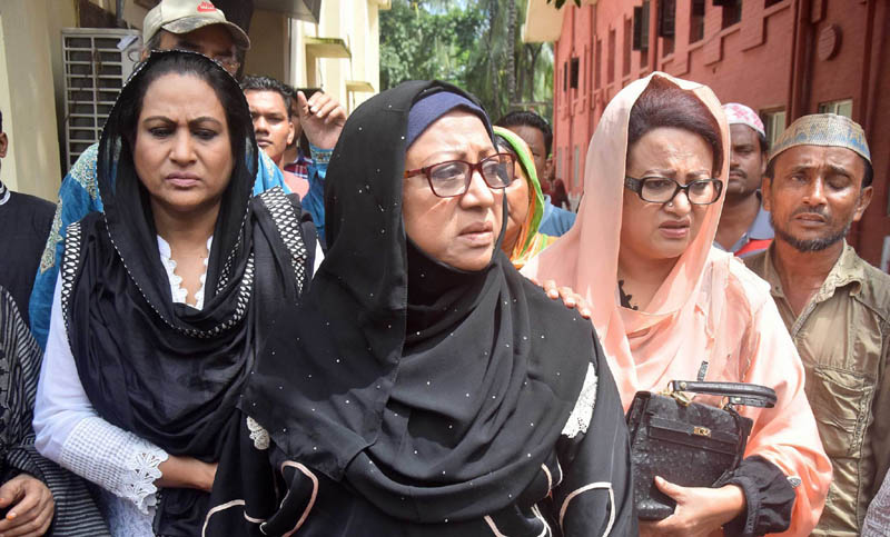 People from all walks pay tributes to Razzak