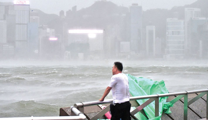 Four dead as typhoon hits Macau, Hong Kong