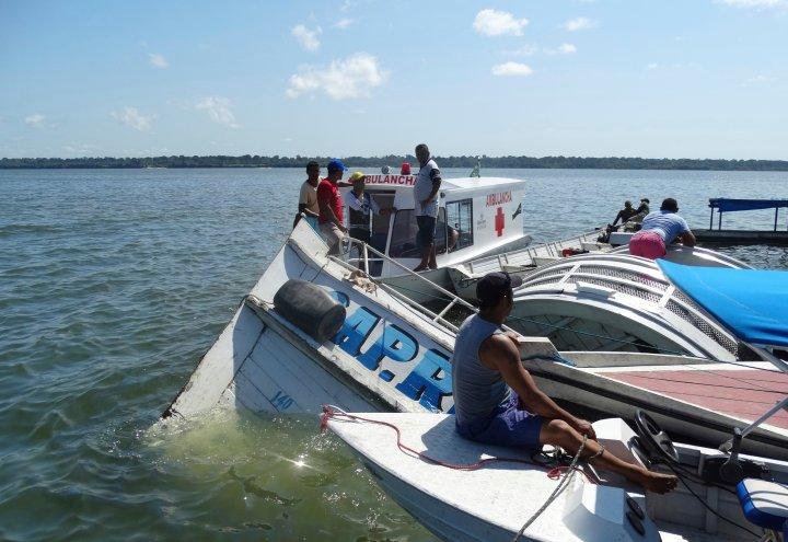 10 dead, dozens missing after boat sinks on Brazil river