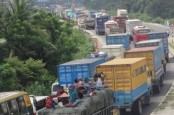 15-kilometer tailback on Dhaka-Chittagong highway
