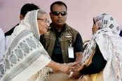 Prime Minister reaches flood affected Gaibandha