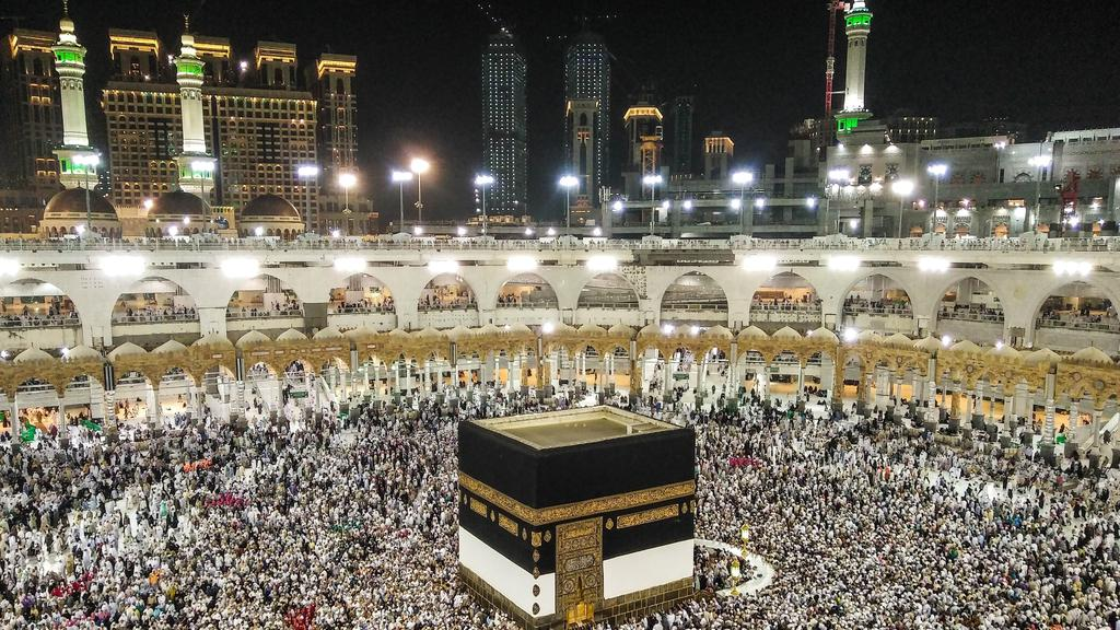 More than 1.7 million Muslims gather for start of hajj