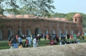 Bagerhat historical sites abuzz with tourists during Eid vacation