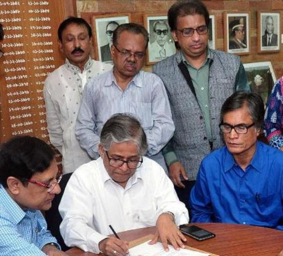 Prof Akhtaruzzaman joins office as new Dhaka University vice-chancellor