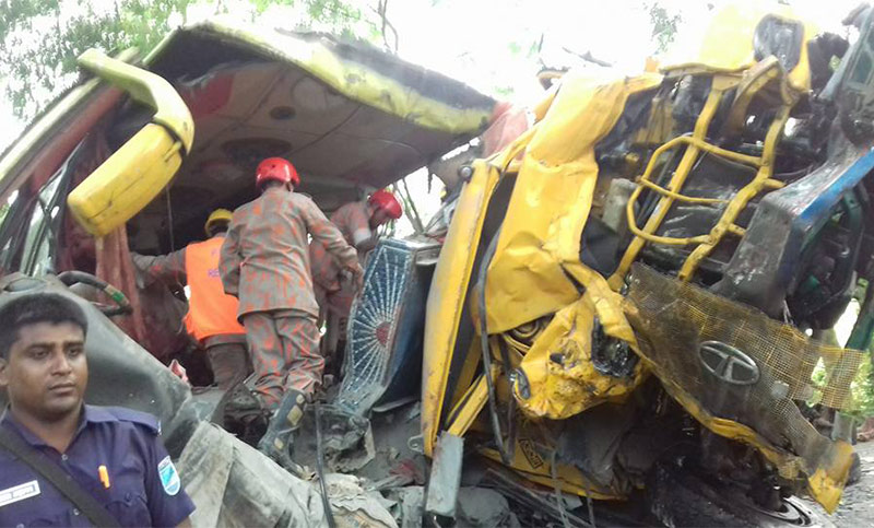 Bus-truck collision kills 6 in Gopalganj