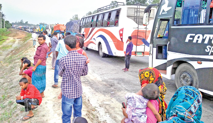 Tailback troubles return journey of holidaymakers