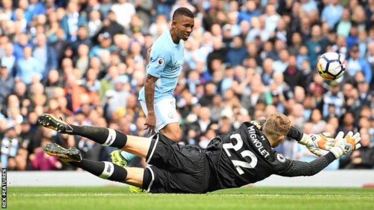 Man City has 5-0 win over ten men Liverpool