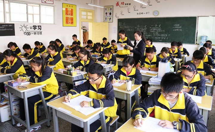 Xinjiang to offer 15-yr universal education by 2020
