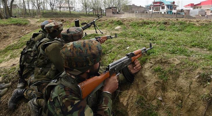 Indian soldiers kill two Kashmiri rebels, capture one