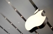 Apple out to renew iPhone frenzy at age 10