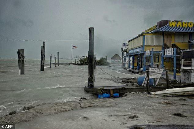 Hurricane Irma: Cranes toppled in flooded Florida