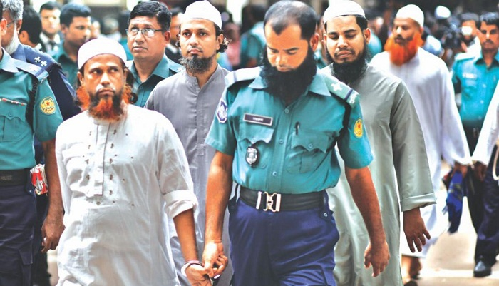 Fugitive convict of 76-kg bomb unearthing surrenders