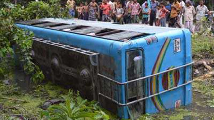 2 killed as bus falls into Shariatpur ditch