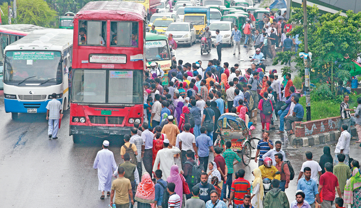 Passengers scramble to get on a bus