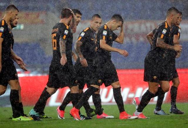 Inter Milan leaves it late to beat Crotone and stay perfect