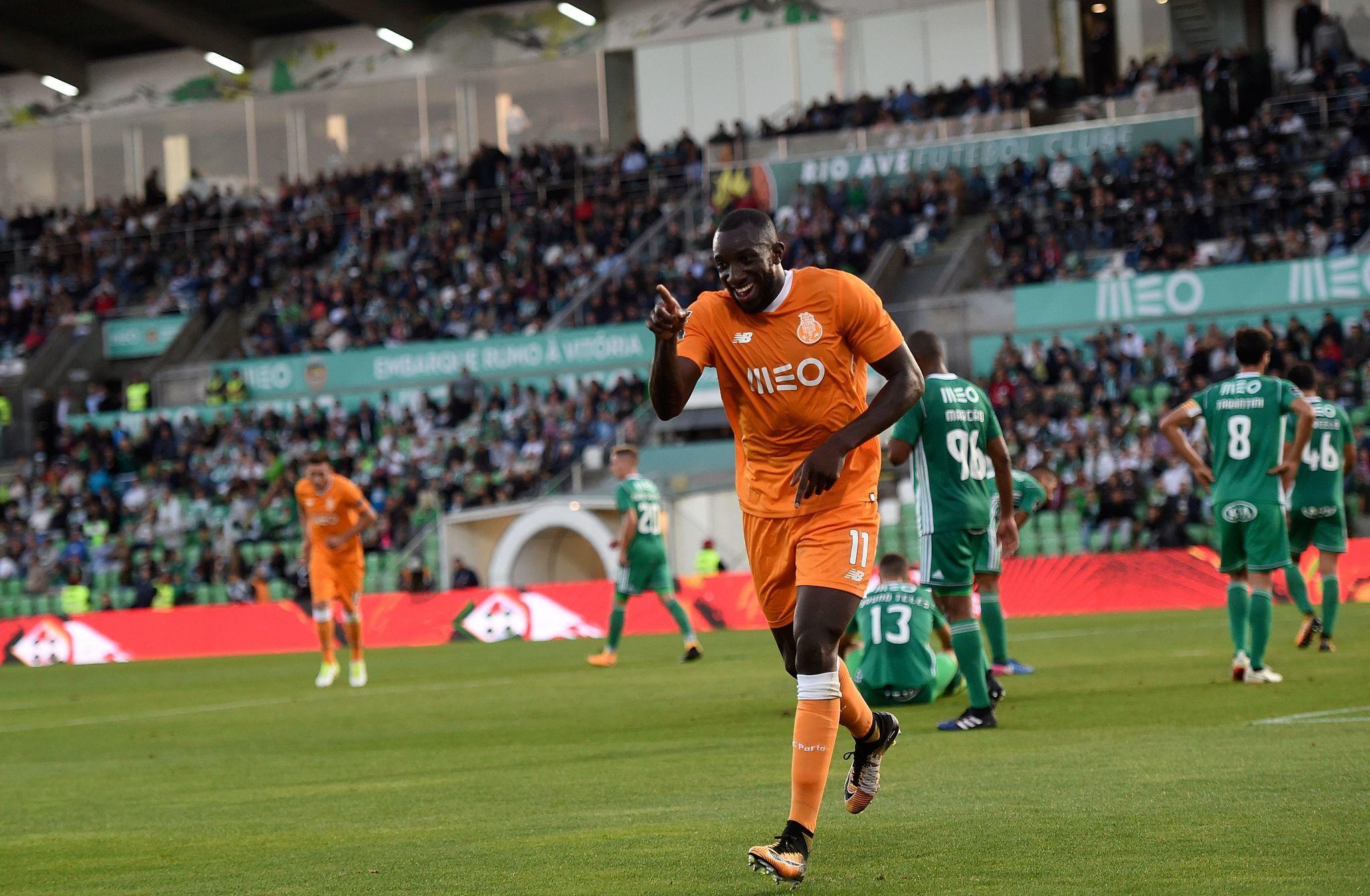 Porto beats Rio Ave 2-1 to stay perfect in Portugal