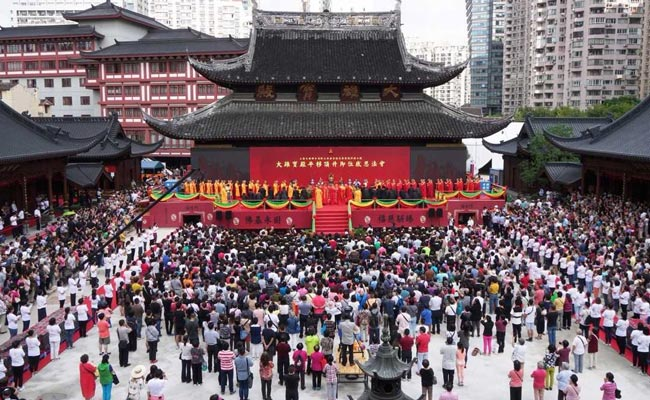 Shanghai workers move 2,000-tonne Grand Hall temple whole (Video)