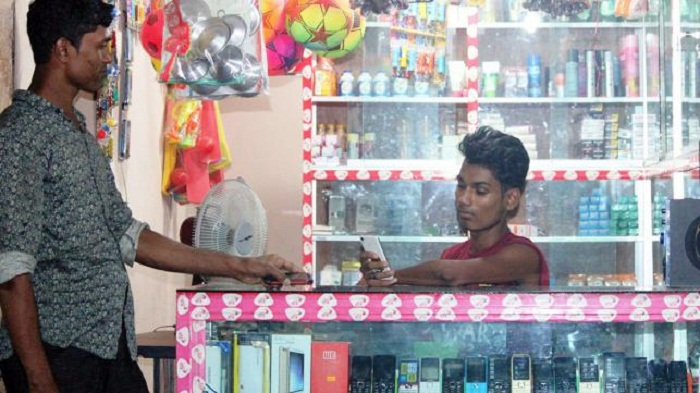 Rohingyas buying SIM cards!