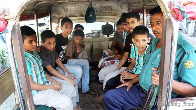 10 youths rescued while being trafficked to India