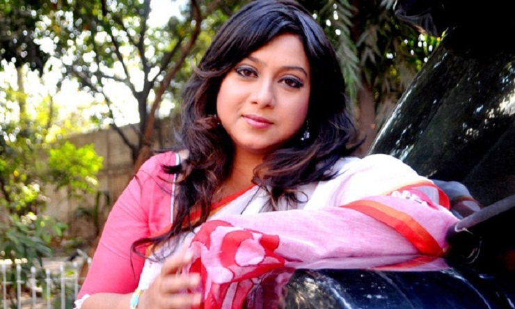 Shabnur comes back in camera with 'Eto Prem Eto Maya'