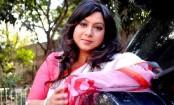 Shabnur comes back in camera with 'Eto Prem Eto Maya'