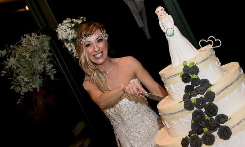 Italy woman marries herself in 'fairytale without prince'