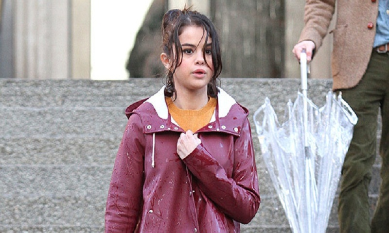 Selena Gomez just made a rainy day look so chic