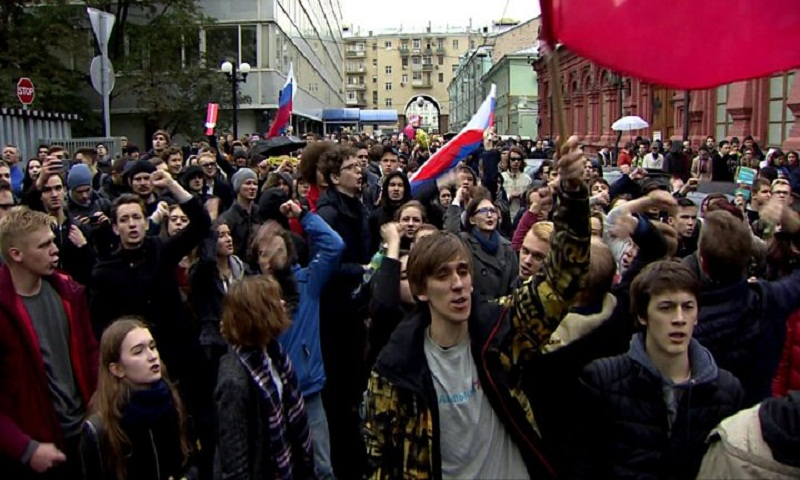 Protests for Navalny across Russia on Putin birthday