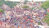 DU-affiliated college students' demo  cripples Nilkhet area