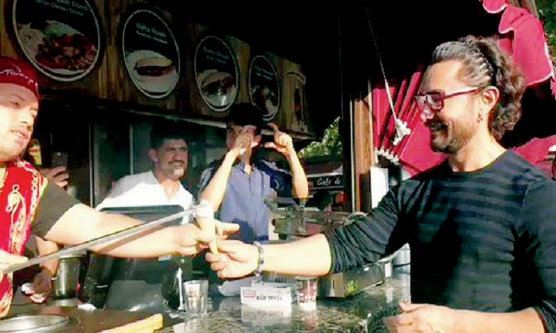 Aamir Khan gets tricked by ice cream vendor