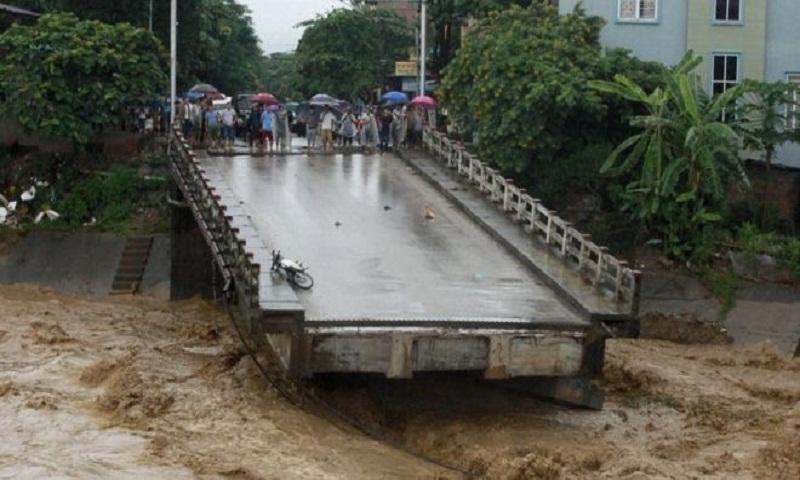 Vietnam flash floods and landslides kill dozens