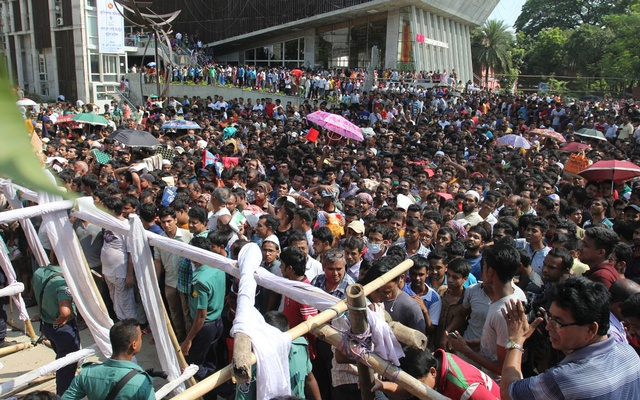 A fight for egg at Khamarbari ! (Video)