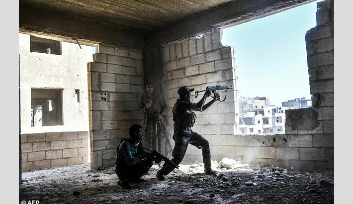 'Final phase' of battle for Raqa as civilians flee under deal