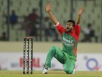 Shakib dismisses de Kock, du Plessis; South Africa 100/2