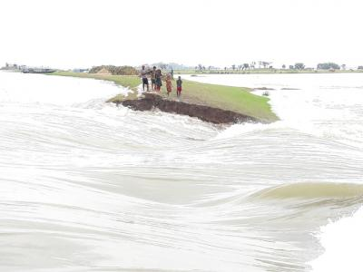 Experts for well-designed infrastructures to check floods