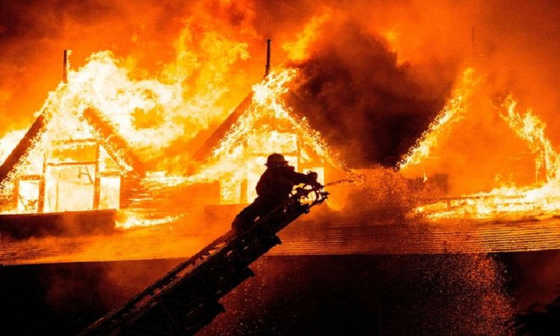 Myanmar fire guts iconic Yangon hotel Kandawgyi Palace, kills 1