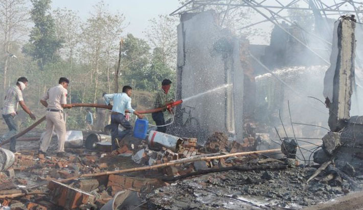 7 dead in India firework factory blast