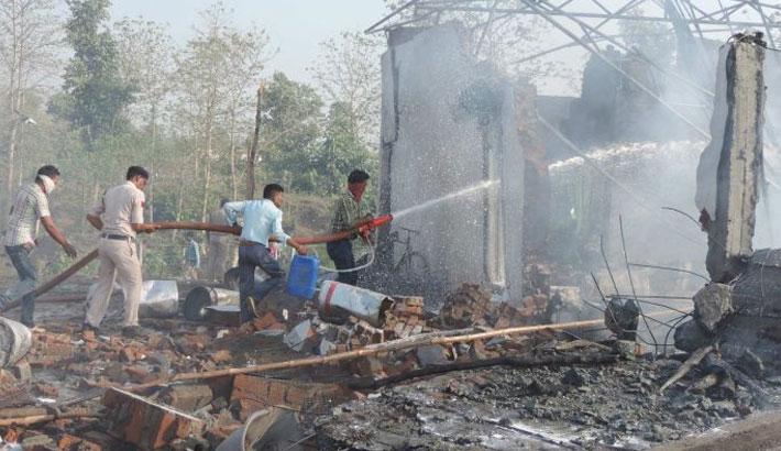7 dead in India firework factory blast
