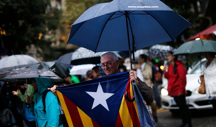 Spain moves to suspend Catalan autonomy