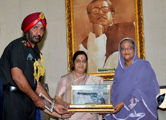 Sushma gifts memorabilia of Liberation War to Hasina