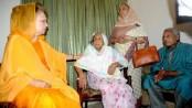 Khaldea visits MK Anwar's hosue