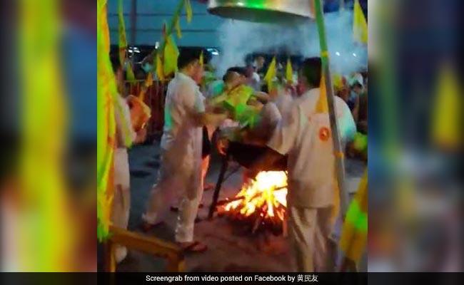 Malaysian man dies in bizarre 'human steaming' stunt